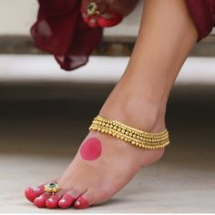 The Essential Bridal Accessories An Indian Bride Wears On Her Wedding Day. There are 16 elements which form the adornments of a perfect bridal look Bollywood, Anklet Designs, Mehndi Designs, Silver Anklets, Silver Ring, Gold Anklet, Silver Earrings, Ankle Chain, Anklet Jewelry