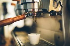Specialty Coffee: Handpicked spots in Athens - Athens Hot Spots Red Eye Coffee, Coffee Shop, Coffee Maker, My Athens, Coffee Roasting, Kitchen Aid Mixer, Coffee Beans, Espresso Machine, Brewing