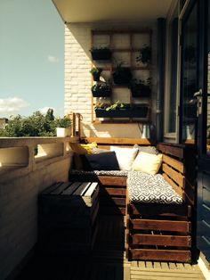 Balkon, tuin, moestuin, pallets, hout, balcony, palletbank, kussens, buiten, vertical garden.