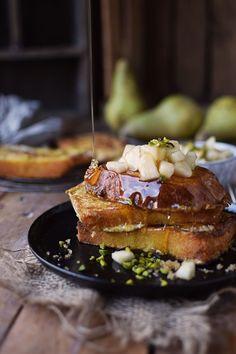 French Toast mit Honig-Birnen-Pistazien-Kompott