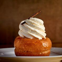Savarin au rhum - une recette Desserts de fêtes - Cuisine | Le Figaro Madame