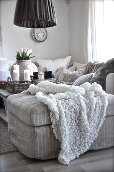 <3 I want this for relaxing and reading or closing my eyes for a moment away from the computer screen. Pinstripes and comfy throw.