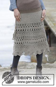 """Virka DROPS kjol i """"Merino Extra Fine"""" med stolpar och hålmönster, virkad uppifrån och ned."""