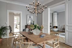 The FLOS 2097 pendant light adds modern sophistication to this spacious dining room with wood seating and a wood table. Kitchen Interior, Interior Design Living Room, Living Room Decor, Interior Decorating, Dining Room Inspiration, Interior Inspiration, Piece A Vivre, Dining Table, Wood Table