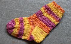 Knitting Patterns Newborn Row pattern (simple) – looks voluminous Knitting Socks, Baby Knitting, Crochet Baby, Knit Socks, Starfish Species, How To Fall Asleep, Baby Dress, Mittens, The Row