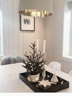 Wooden Christmas Crafts, Christmas Table Decorations, Christmas Tree Ornaments, Christmas Wreaths, Holiday Decor, All Things Christmas, Christmas Home, Winter Home Decor, Diy Weihnachten
