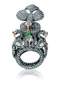 Baza ring: emerald with diamond set in silver and gold