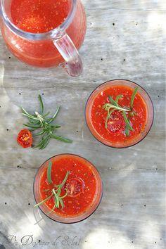 Soupe froide de tomates confites et romarin