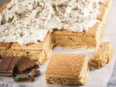 9 Peppermint Crisp recipes that will leave you giddy with excitement - Vicky - - randolph kidd 828 - African Food South African Desserts, South African Recipes, Tart Recipes, Dessert Recipes, Pudding Recipes, Peppermint Crisp Tart, Crisp Recipe, Sweet Tarts, Biscuit Recipe