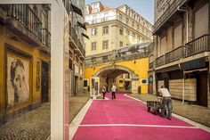 Pink Street in Lisboa (Portugal). By José Adrião Arquitectos. Environmental Graphics, Environmental Design, Landscape Architecture Design, Interior Architecture, Public Architecture, Public Space Design, Public Spaces, Lisbon City, Pink Street