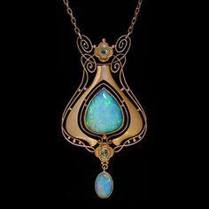 Atr Nouveau pendant by Murrie Bennett
