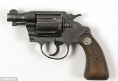 The Colt snub-nose detective special revolver, let, was found taped to the thigh of Bonnie Clyde after she was shot by Texas and Louisiana police officers. Bonnie Parker, Bonnie Clyde, New Hampshire, Bushcraft, Open Carry, Al Capone, Fire Powers, Cool Guns, Texas Rangers