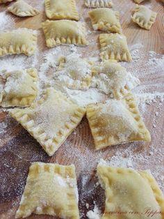 Ravioli con prosciutto e funghi Wine Recipes, Pasta Recipes, Cooking Recipes, Linguine, Pasta Maker, Italian Pasta, Homemade Pasta, Relleno, Crepes