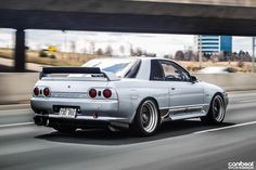 Nissan Skyline GTR R32  Rolling shots of awesome