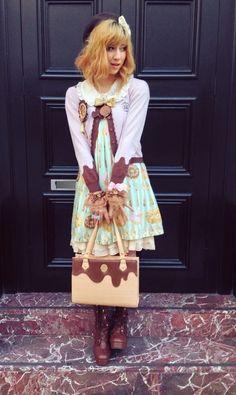 OP - Emily Temple Cute. Cardigan - BtSSB. Blouse - Amavel. Shoes, bag - Angelic Pretty. Necklace - Q-pot. Petti - BPN.