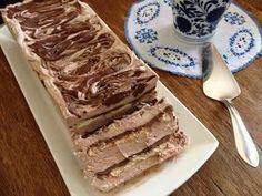 Υλικά : 1 κουτί φυτική σαντιγύ (τύπου μόρφατ) 1 κουτί (400 γρ.) πραλίνα φουντουκιού (τύπου νουτέλα) 250 γρ. τυρί μασκαρπόνε 200 γρ άχνη ...