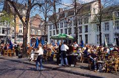 Una calle de Maastricht Holanda.Ciudad del vals con Andre Rieu.  Hermoso!
