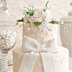 Beyaz Fırın - düğün ve nişan - söz ve nişan pastaları - fiyonk