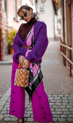 Knitwear that you can't miss - Queenhorsfall Colourful Outfits, Colorful Fashion, Simple Outfits, Chic Outfits, Fashion Outfits, Womens Fashion, Stil Inspiration, Fashion Inspiration, Violet