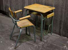 Bureau d'écolier http://pastpluspresent.blogspot.fr/2014/10/ancien-bureau-decolier-et-sa-chaise.html