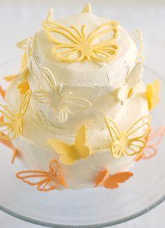 Vanilla cake with lemon filling and lemon buttercream....YUMMY!!