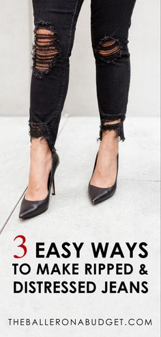 Want that distressed designer denim look without the price tag? Here are 3 incredibly easy DIY projects to create your own distressed jeans! From frayed hems to ripped knees, you can turn all of your into designer ripped jeans within minutes. Como Romper Jeans, How To Rip Your Jeans, How To Fray Jeans, Denim Look, Frayed Hem Jeans, Wie Macht Man, Ripped Knees, Rocker, Diy Shirt