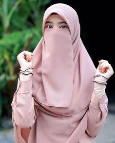 Hijab Niqab, Hijab Chic, Arab Girls Hijab, Muslim Girls, Beautiful Muslim Women, Beautiful Hijab, Hijabi Girl, Girl Hijab, Niqab Fashion