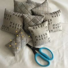 SATURDAY SEWING WITH JANOME: make a cute pin cushion using the hand look quilting stitch | Janome Life Quilting Thread, Quilting Rulers, Quilting Tips, Quilting Tutorials, Quilting Designs, Free Motion Quilting, Hand Quilting, Machine Quilting, Janome