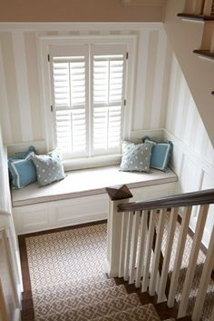 window seat on stair landing. i just want a window seat! House Of Turquoise, Banquette Seating, Staircase Design, Staircase Landing, Staircase Runner, Stairs With Landing, Stair Runners, Stair Landing Decor, Standard Staircase