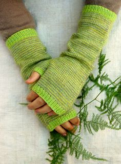 My favorite style of hand warmers. Whit's Knits: Swan's Island Organic Merino Long Striped Hand Warmers - The Purl Bee - Knitting Crochet Sewing Embroidery Crafts Patterns and. Purl Bee, Craft Patterns, Knitting Patterns, Crochet Patterns, Knit Mittens, Knitted Gloves, Knitting Projects, Crochet Projects, Fingerless Mitts
