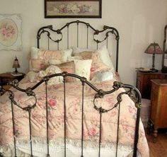 Bed to die for! ♥ My absolute favorite so far! Who sells this bed?!?!?!!?