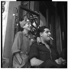 Spain - 1936. - GC - Man with child in militia dress, Barcelona - @ Gerda Taro