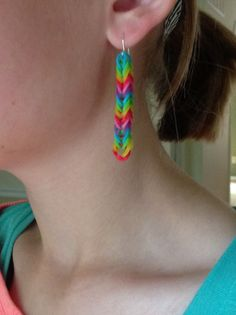 Cute These are such lightweight earrings. Rainbow Loom Patterns, Rainbow Loom Creations, Bead Loom Patterns, Rainbow Loom Earrings, Rainbow Loom Bracelets, Beaded Bracelets, Rainbow Loom Storage, Loom Bands Designs, Fun Loom