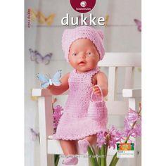 """: Passer til dukker på cm.Materialer: """"Mandarin Petit bomuld, 50 g = 180 m): 100 g rosa nr. 1 knap til kjole, 2 små knapper til Knitting Dolls Clothes, Crochet Doll Clothes, Knitted Dolls, Crochet Dolls, Knitting For Kids, Baby Knitting Patterns, Girl Dolls, Baby Dolls, Baby Born Kleidung"""