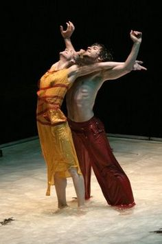 # (note: i don´t own this picture). 'Pedro e Inês', choreography by Olga Roriz ♥♥♥