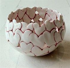"""Herz Schüssel"", ca. 2010 ""byAnnita Due, Middelfart, … – … – Keramik Hand Built Pottery, Slab Pottery, Pottery Bowls, Pottery Art, Clay Art Projects, Ceramics Projects, Ceramic Clay, Ceramic Bowls, Keramik Design"
