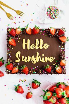 Square Birthday Cake, Fruit Birthday Cake, Square Cake Design, Square Cakes, Meals For Four, Large Family Meals, Slab Cake, Chocolate Cake Designs, Fruit Cake Design