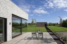Una casa en contacto permanente con el agua: Villa Frenay. - Arquitectura
