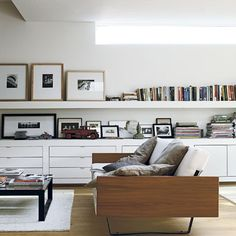 ...or well, leaning. ;) ♥ that built-in storage too!! photo: Paul Massey for Livingetc