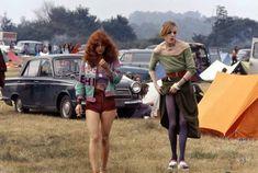 Woodstock Festival, 70s Aesthetic, Girls Slip, Rock Festivals, Vintage Hippie, Vintage 70s, Famous Girls, I Love Girls, Glam Rock