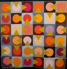Shine a Light by Hillary Goodwin (California). Photo by Quilt Inspiration: Modern Quilt Month 2018 Tango, Quilting Designs, Quilt Design, Zen, Circle Quilts, Quilt Modernen, Bold Colors, Modern Contemporary, Dots