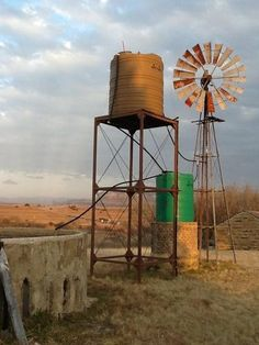 By Arpa Guest Farm, Fouriesburg (South Africa) Tilting At Windmills, Old Windmills, Farm Windmill, Country Paintings, Water Tower, Old Farm, Le Moulin, Pictures To Paint, Farm Life