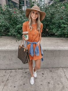 Fall dresses, fedora, felt hat outfit, louise vuitton never full, tshirt dr Winter Dress Outfits, Casual Dress Outfits, Outfits With Hats, Stylish Outfits, Fall Dresses, Outfit Winter, Outfit Summer, T Shirt Dresses, Casual T Shirt Dress