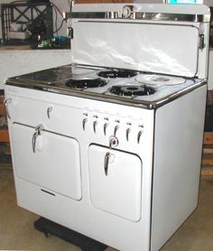 Beautiful Vintage Cook Stove: Circa 1941 Chambers Model B! - $900