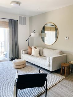 Decorating My First Apartment, Living Room Decor Ideas Apartment, Minimal Apartment Decor, Apartments Decorating, Minimalist Apartment, Student Apartment Decor, Minimalist Home Decor, Small Condo Decorating, Cute Apartment Decor