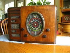 Fairbanks morse old antique tube radio eye!to restore Radio Record Player, Record Players, Music Radio, Retro Radios, Antique Radio Cabinet, Fairbanks Morse, Audio System, Speaker System, Old Time Radio