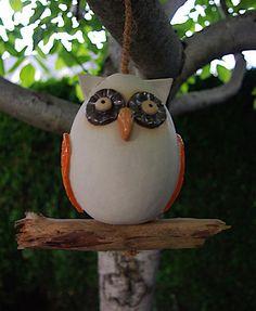 Eule hängend Ast Holz Keramik Orange Frostfest  von Kleine Töpferei auf DaWanda.com
