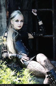 Darya Stern/Mira Nox