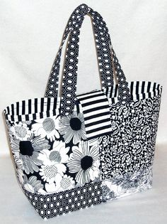 Marvelous Make a Hobo Bag Ideas. All Time Favorite Make a Hobo Bag Ideas. Quilted Purse Patterns, Tote Pattern, Bag Patterns To Sew, Sewing Patterns, Quilted Tote Bags, Diy Tote Bag, Patchwork Bags, Crazy Patchwork, Patchwork Designs