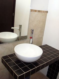 Lavabo en baño de visitas. Residencia Milenio III